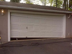 A garage that needs garage door repair services in Andover, MN