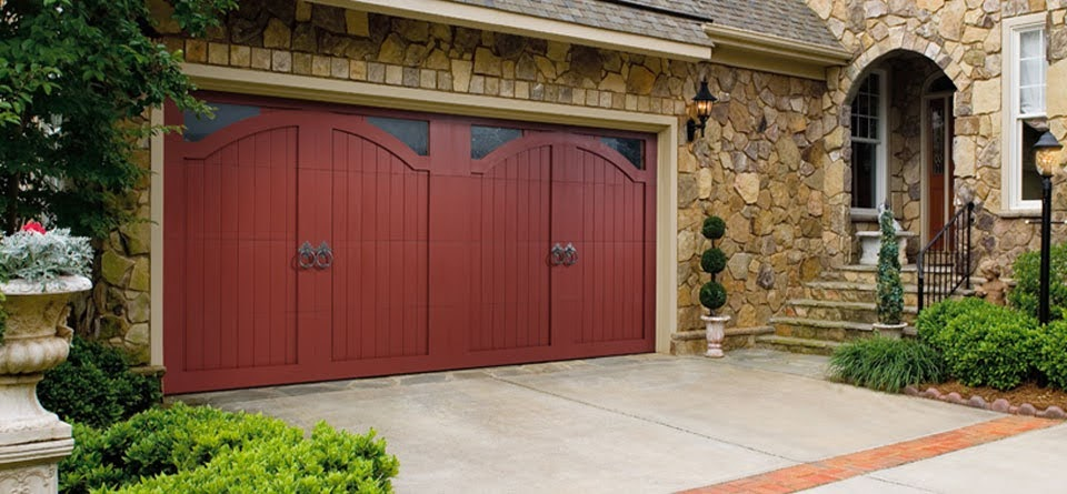 Carriage House Garage Doors: Should You Choose Wood or Composite?