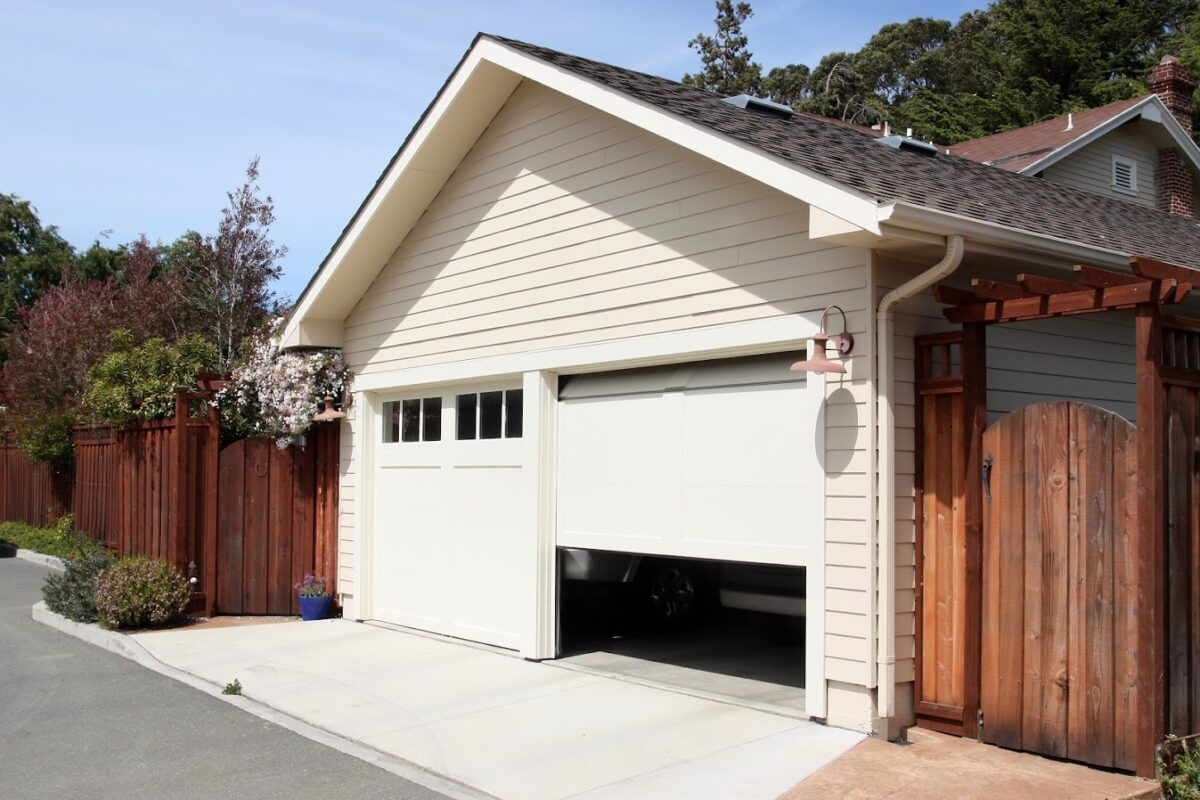 Garage Door Safety Tips For Homeowners