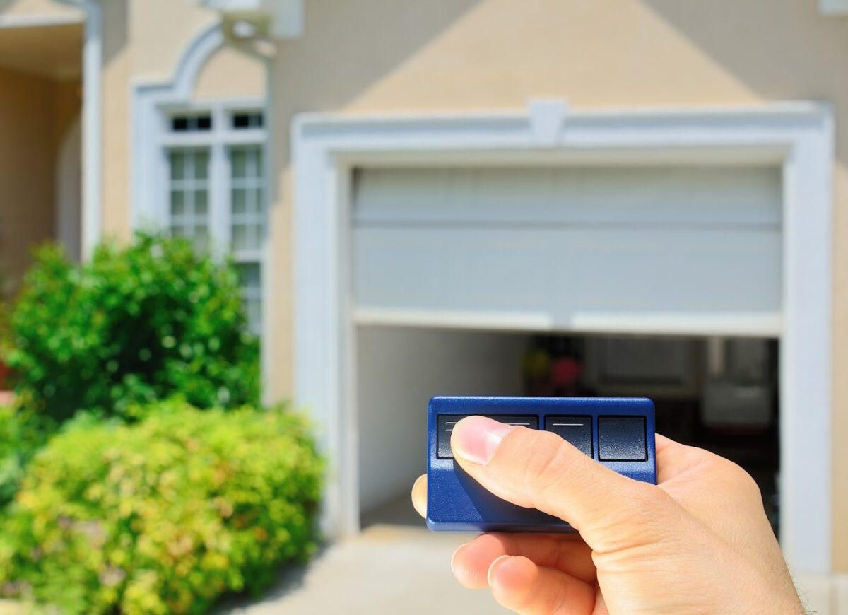 5 Benefits of Automatic Garage Doors Over Manually Operated